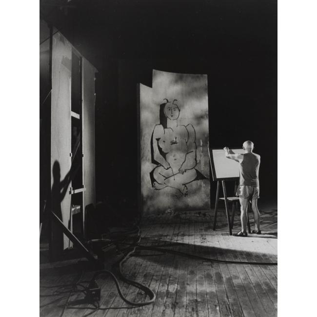 Photo :  André Villers (1930), Picasso au travail. Tirage gélatino argentique, 1955. Photo (c) André Villers, Adagp, Paris 2016 /Coll. Bibliothèque nationale de France /Succession Picasso