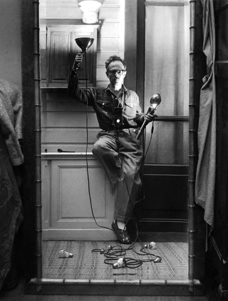 Autoportrait aux flashes Paris, 1951 Willy Ronis Ministère de la Culture et de la Communication / Médiathèque de l'architecture et du patrimoine / Dist RMN-GP © Donation Willy Ronis