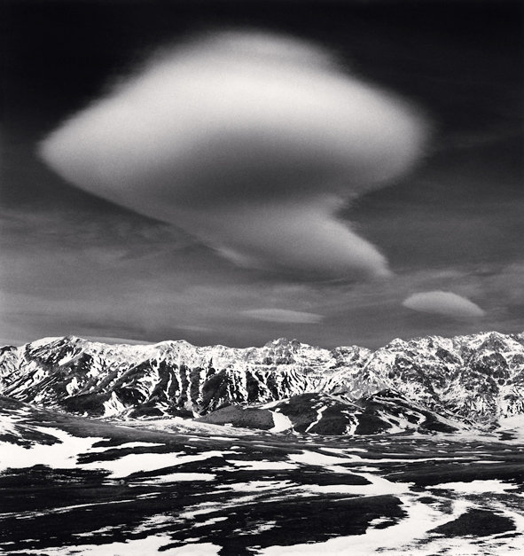 Curious Cloud, Campo Imperatore, Italie, 2016 (c) Michael Kenna
