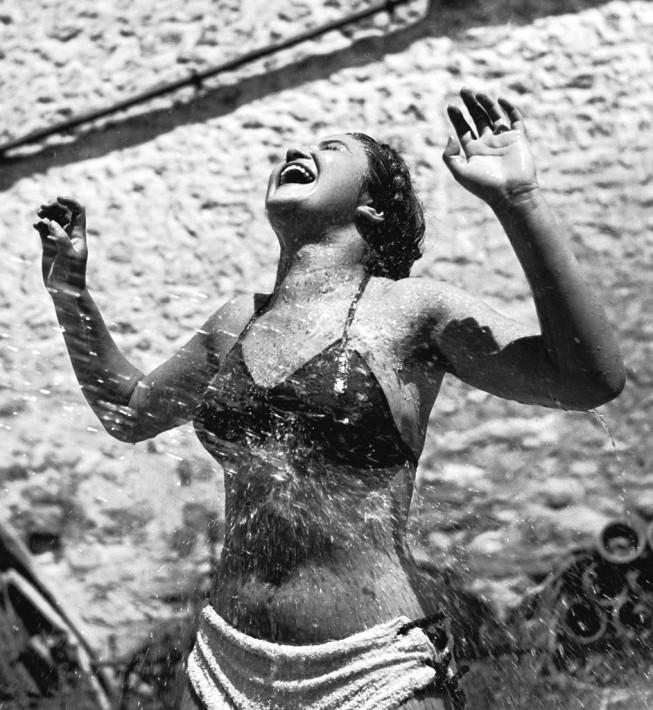 """© Pierre Jamet, """"Dina Vierny arrosée"""", 1937"""